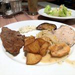 Diverse Köstlichkeiten zum Abendessen auf der Mein Schiff 2