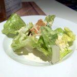 Ein etwas spärlicher Caesar Salad auf der Mein Schiff 2