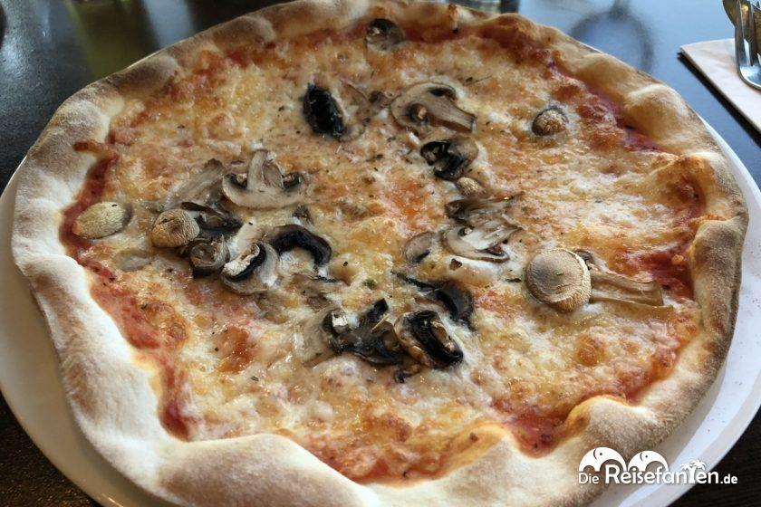 Pizza Funghi auf der Mein Schiff 2