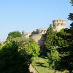 Blick über einen Park in Volterra