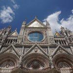 Der beeindruckende Dom von Siena von unten.jpeg
