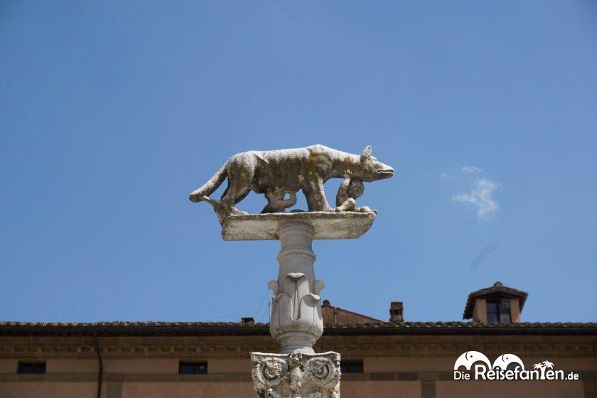 Eine Statue in Siena.jpeg