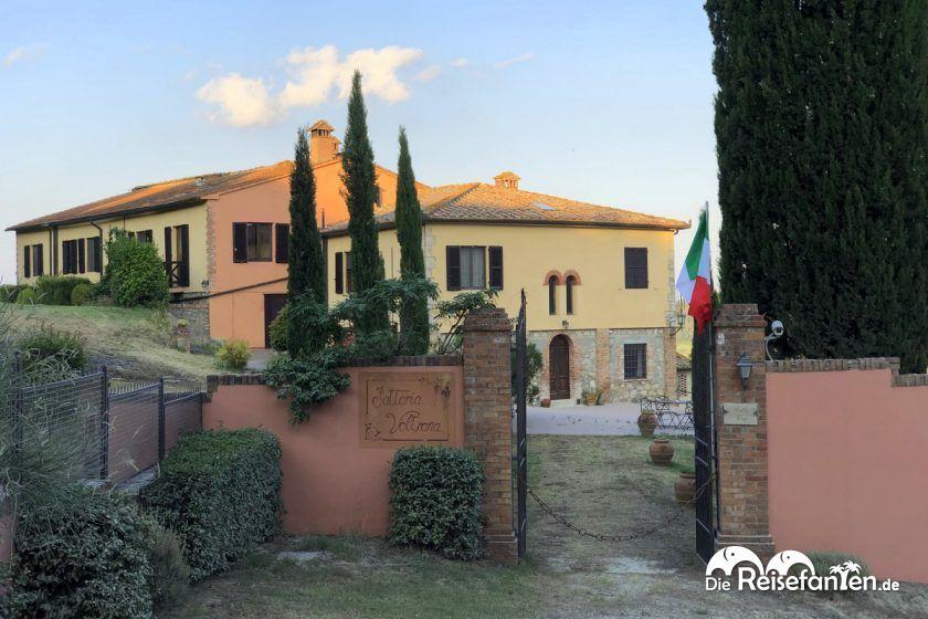 Eingangsbereich dr Fattoria Voltrona San Gimignano