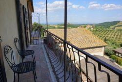 Balkon im Haupthaus in der Fattoria Voltrona San Gimignano