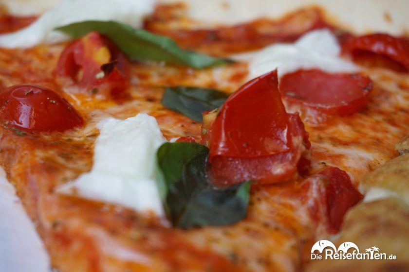 Die Tomate und Mozzarella Pizza aus der La Piccola Ciaccineria