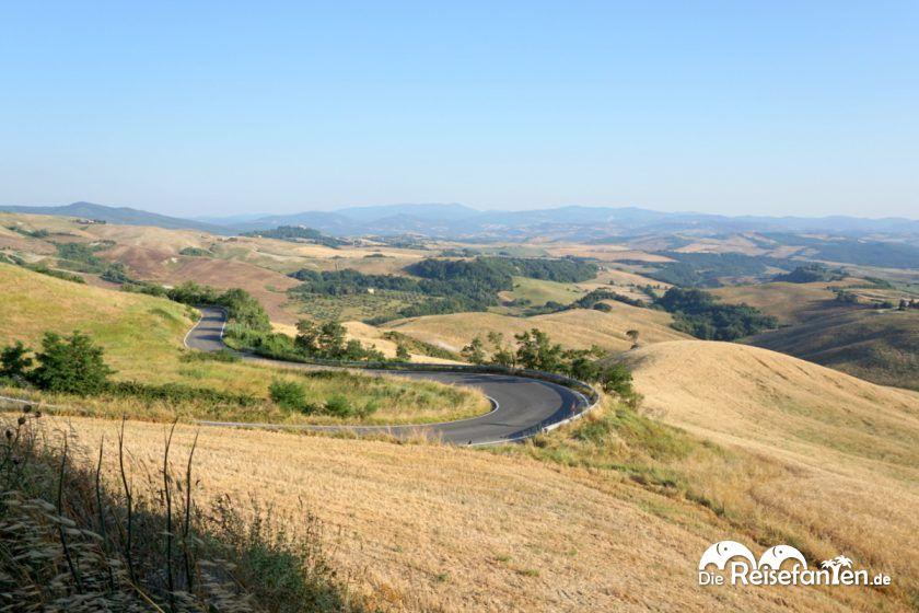 Die toskanische Landschaft auf dem Weg nach Volterra