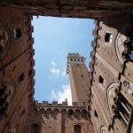 Im Innenhof des Rathauses von Siena