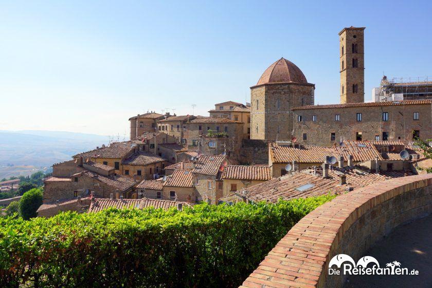 Volterra liegt auf einem Bergrücken