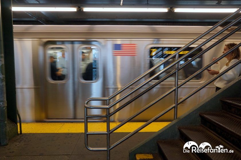 Ausfahrende U Bahn in New York City