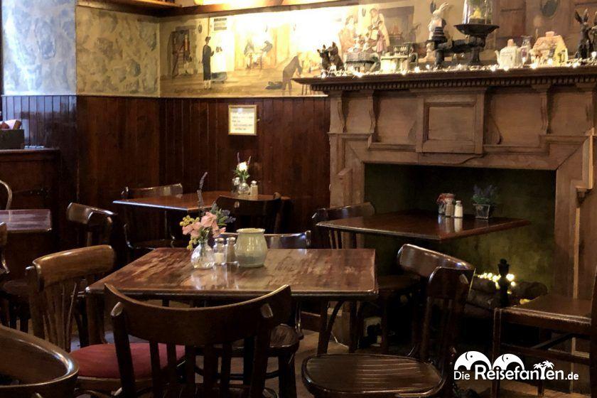 So leer wie auf diesem Bild war es nur kurzzeitig im Deacon's House Cafe in Edinburgh
