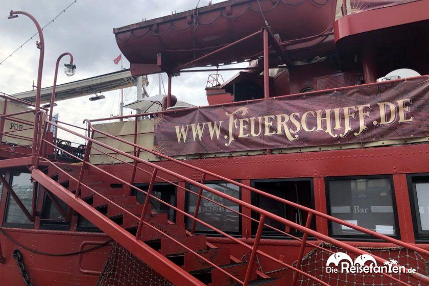 Aufstieg zum Feuerschiff im Hamburger Hafen