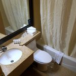 Badezimmer im Red Lion Inn & Suites Long Island City