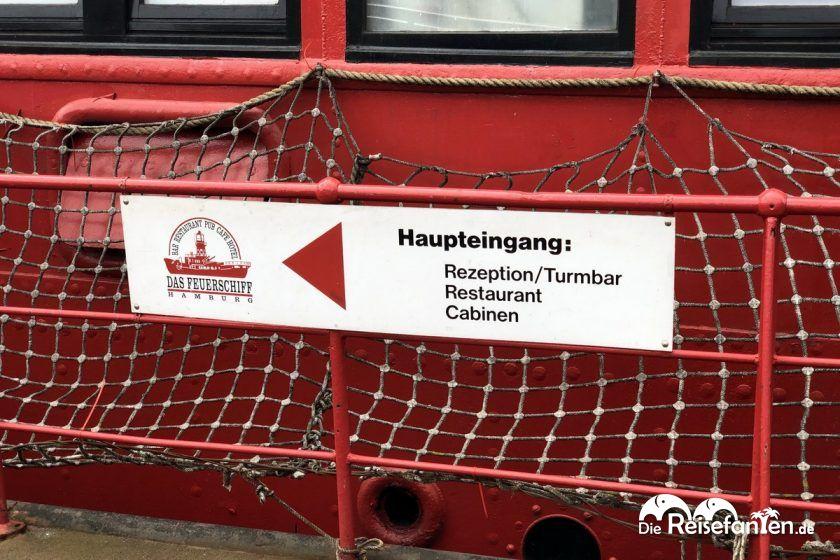 Das Feuerschiff im Hamburger Hafen bietet Hotel, Restaurant und Bar