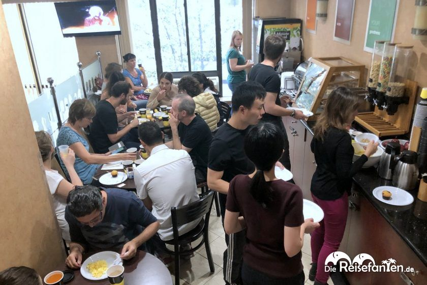 Der winzige Frühstücksbereich im Red Lion Inn & Suites Long Island City