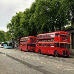 Rote Doppeldeckerbusse in Edinburgh