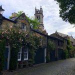 Süsse Häuser in der Circus Lane in Edinburgh