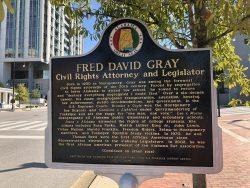 Infotafel zu Fred David Gray in Montgomery