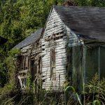 Nur noch wenige Bretter halten dieses Haus in Rodney, Mississippi zusammen