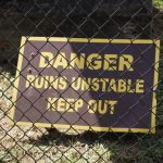 Warnschild bei den Windsor Ruins am Mississippi