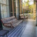 Die Hauptveranda im Corners Mansion in Vicksburg, Mississippi