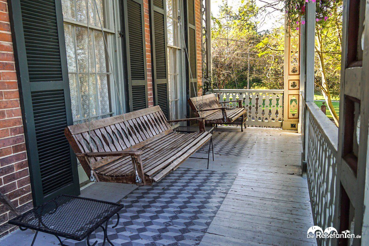 Die Hauptveranda im Corners Mansion in Vicksburg, Mississippi