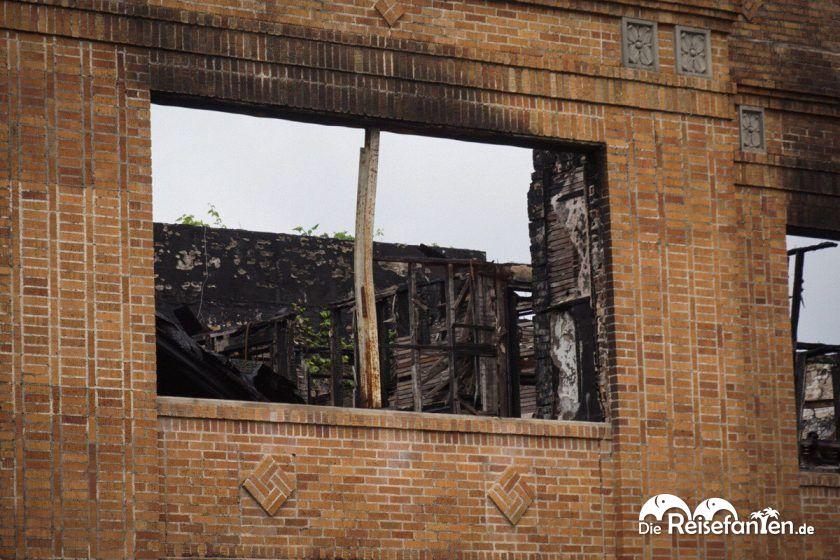 Blick ins Innere der ehemaligen Tuttle School aus True Detective