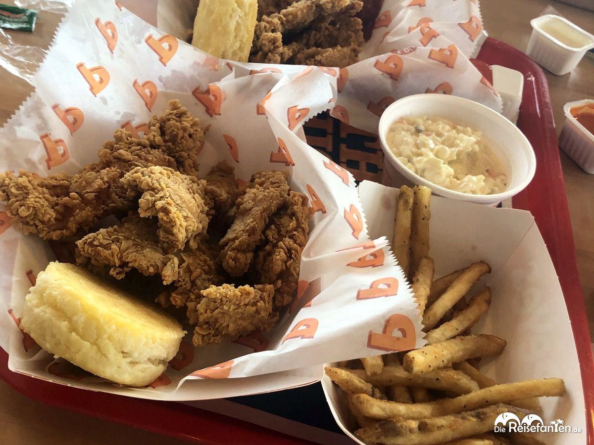 Das Essen bei Popeye's Louisiana Kitchen