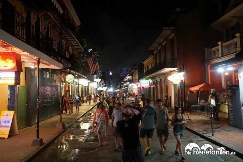 Auf der Bourbon Street in New Orleans ist gut was los