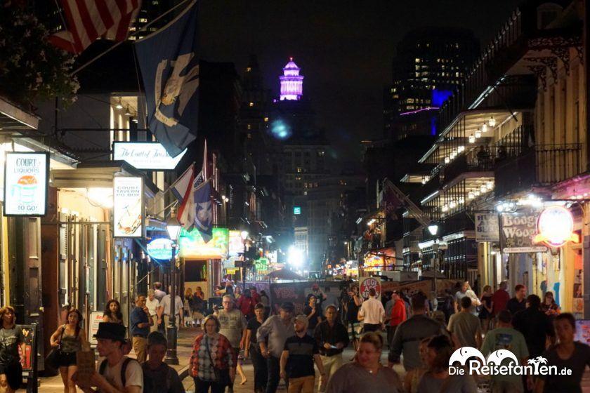 Blick über die Bourbon Street in New Orleans