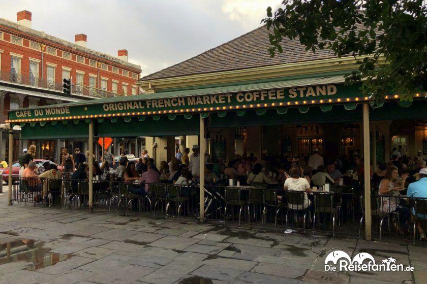 Das Cafe Du Monde am French Market in New Orleans