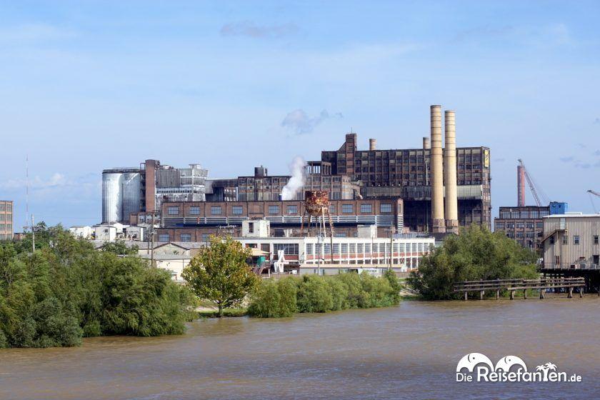 Eine etwas gruselig aussehende Zuckerfabrik