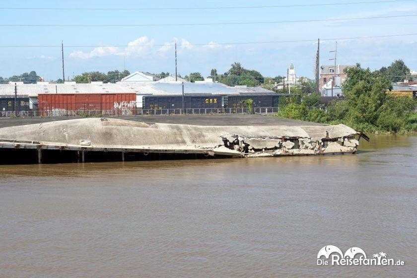 Vom Steamboat Natchez in New Orleans aus konnte man noch die Beschädigungen durch Hurricane Katrina sehen