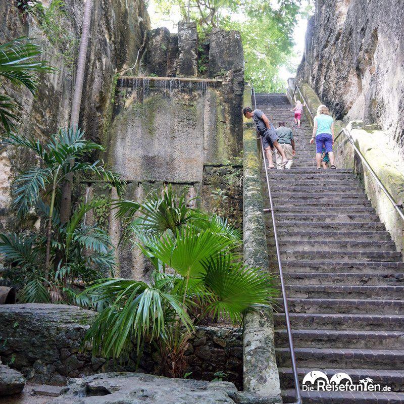 Die Queen's Staircase in Nassau von unten gesehen