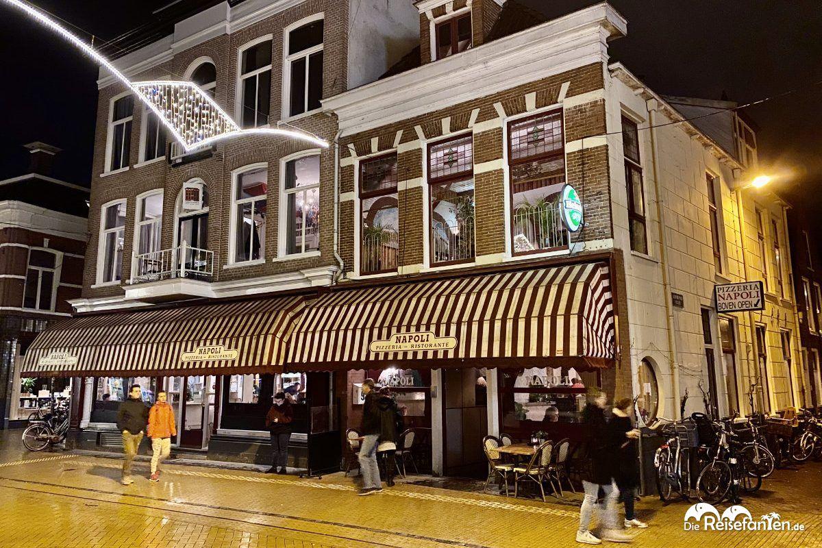 Vorderseite der Pizzeria Napoli in Groningen