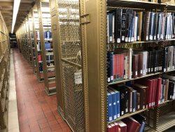 Bücherregale in der New York Public Library