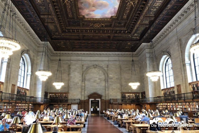 Imposanter Lesesaal der New York Public Library