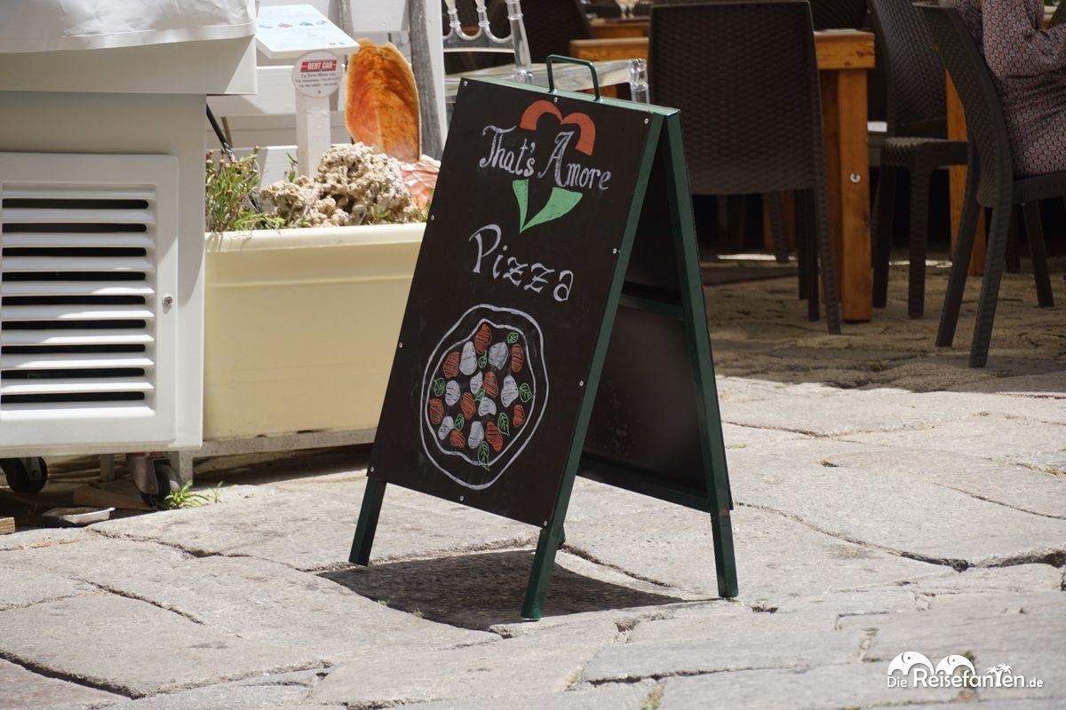 Aufsteller vor dem Restaurant That's Amore in Tropea