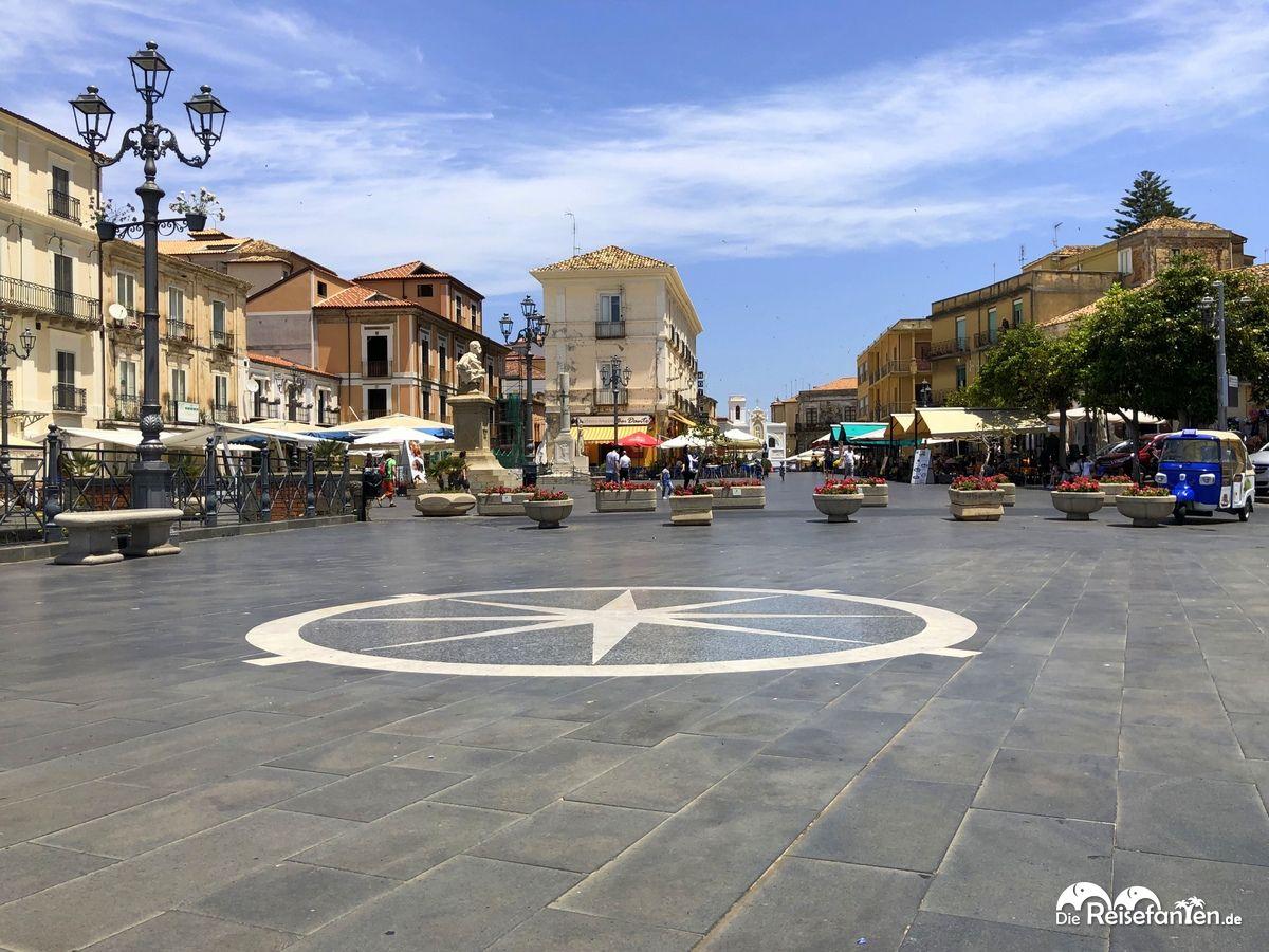 Die Piazza della Repubblica in Pizzo