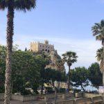 Blick auf Kirche Santa Maria dell Isola in Tropea