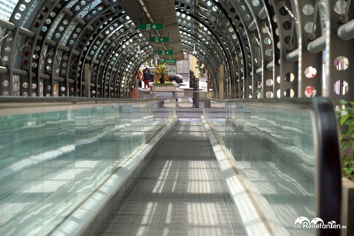Blick entlang der Rolltreppe von Reggio Calabria
