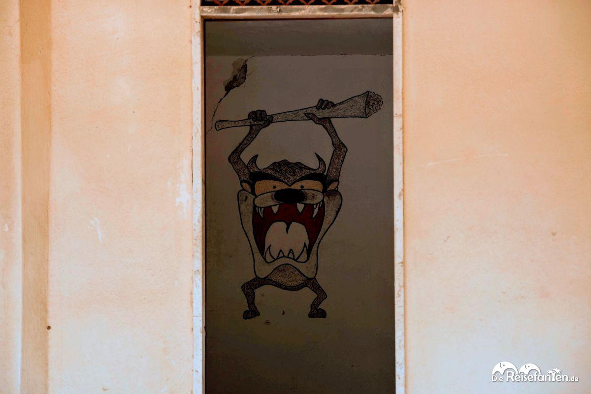 Graffiti im öffentlichen Lido von Reggio Calabria