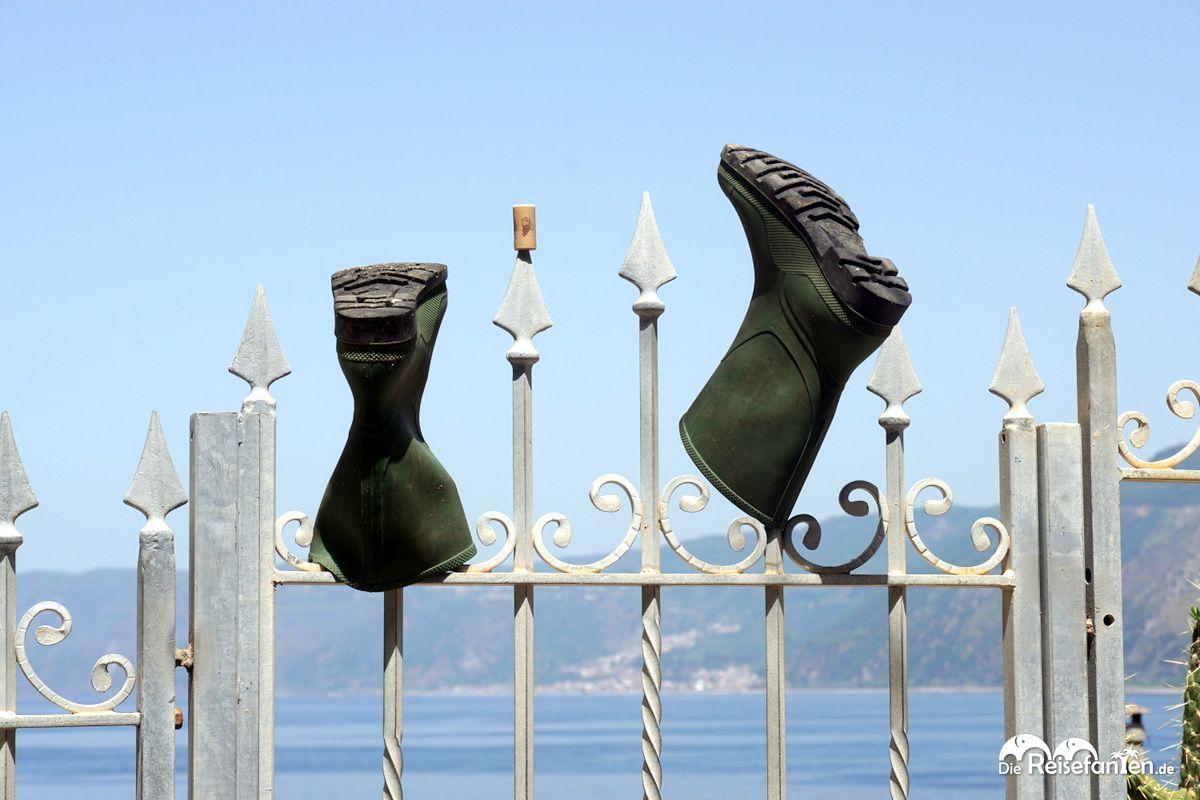 Gummistiefel im italienischen Scilla