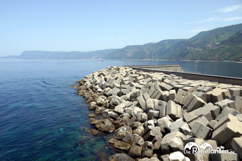 Hafengebiet von Scilla in Italien