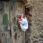 Müllbeutel im italienischen Scilla