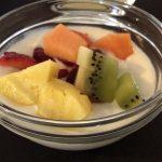 Joghurt mit frischen Früchten im Agriturismo Creta Rossa