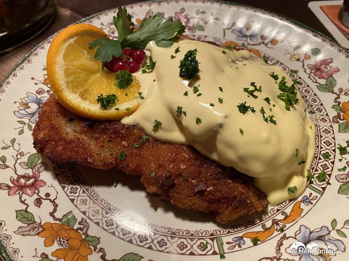 Putenschnitzel mit Sauce Hollandaise im Restaurant Alte Ziegelhütte in Clausthal Zellerfeld