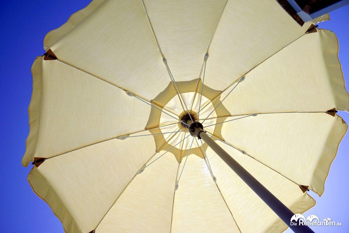 Sonnenschirm im Agriturismo Creta Rossa