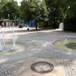 Brunnen am Eingang zum Herzogenriedpark in Mannheim.jpg
