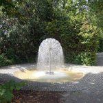 Einer der vielen Brunnen im Herzogenriedpark in Mannheim