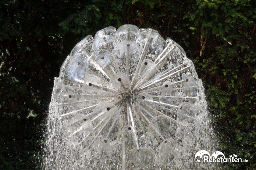 Einer der vielen Brunnen im Herzogenriedpark in Mannheim in der Nahaufnahme